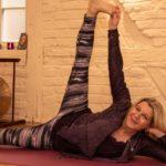 Andrea macht Yoga im Matsyendra