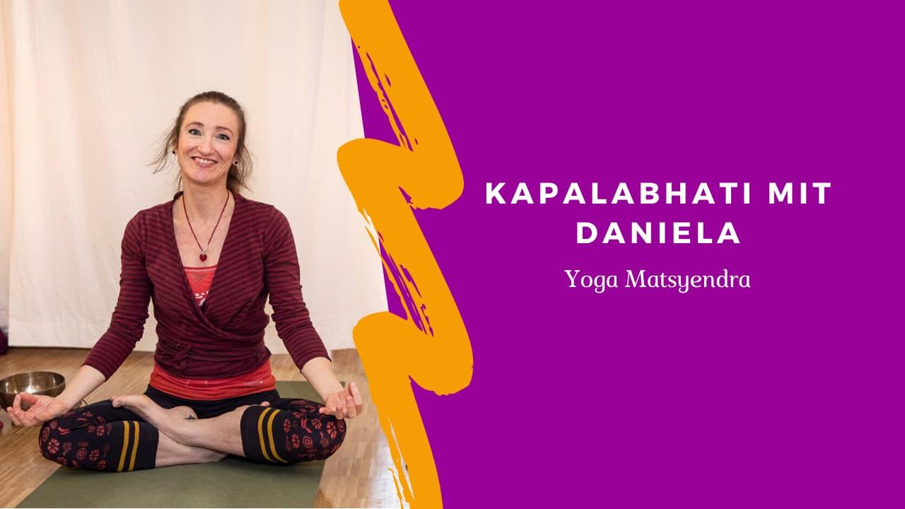 Kapalabhati im Yoga Matsyendra mit Daniela